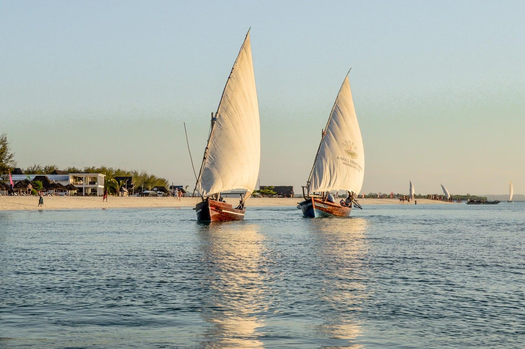 fünf-dinge-die-dich-auf-der-trauminsel-sansibar-überraschen-werden-sunset-cruise-kendwa-beach-reiseblog-des-belles-choses 10