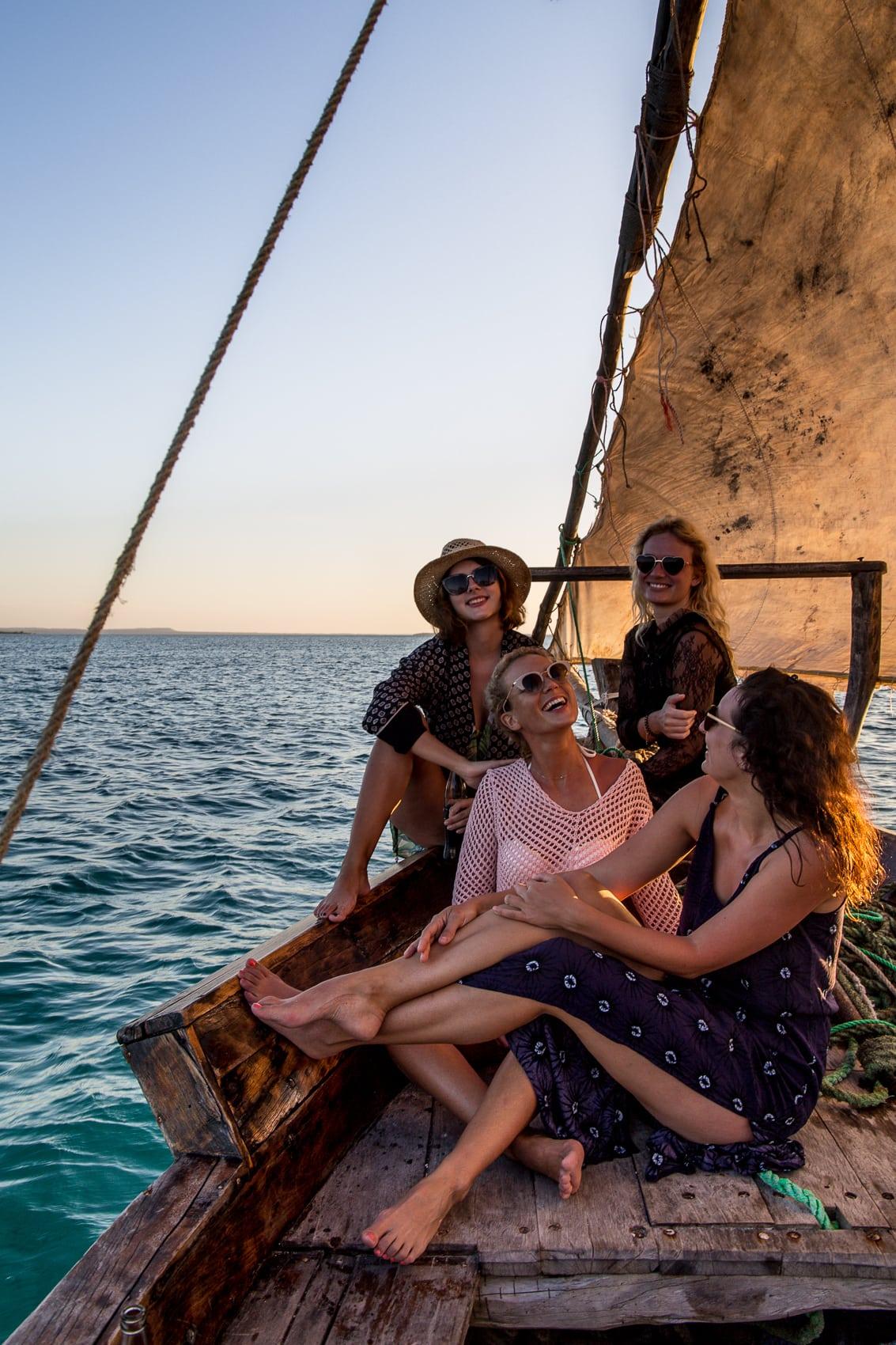 fünf-dinge-die-dich-auf-der-trauminsel-sansibar-überraschen-werden-sunset-cruise-kendwa-beach-reiseblog-des-belles-choses 4