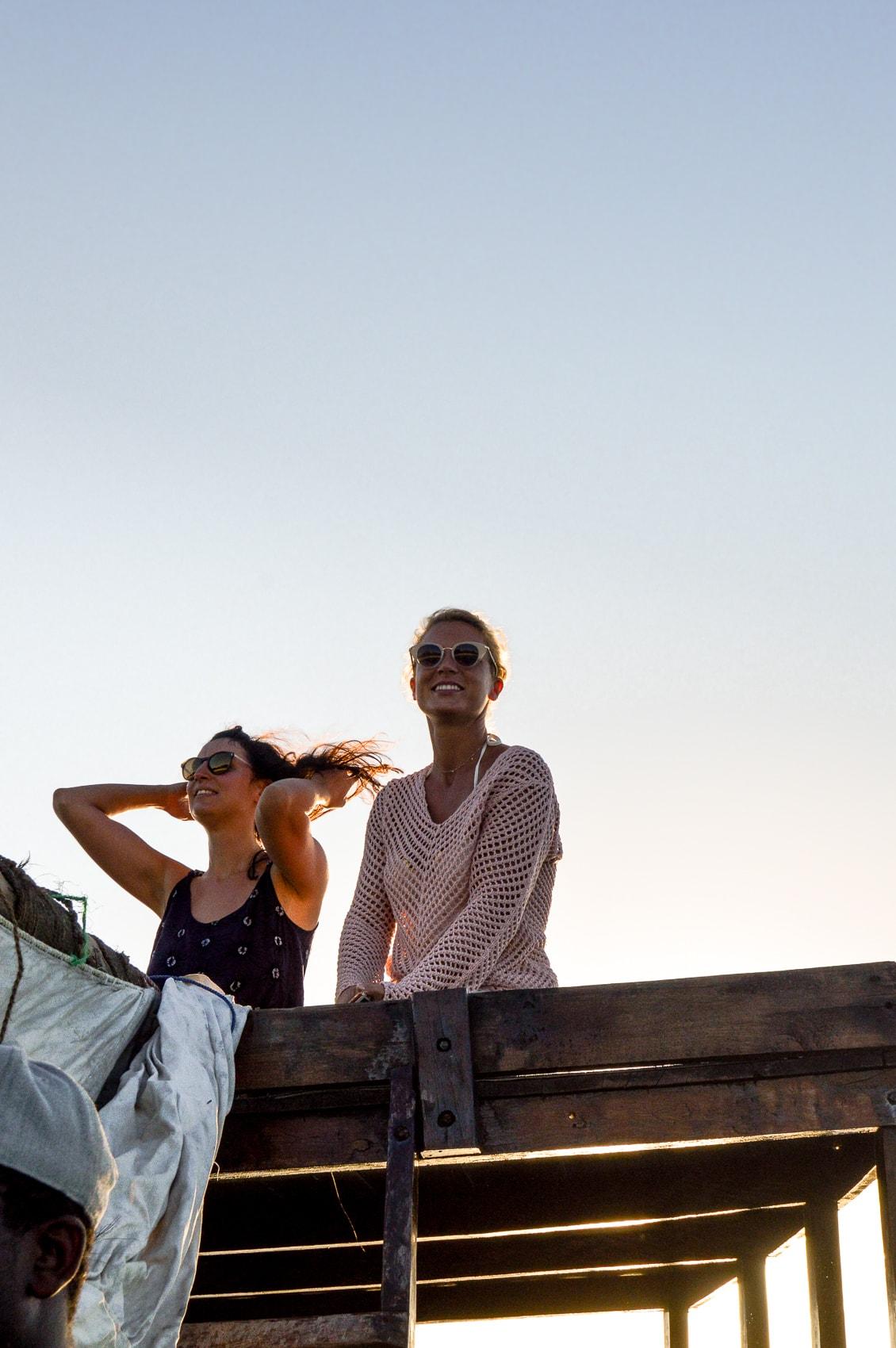 fünf-dinge-die-dich-auf-der-trauminsel-sansibar-überraschen-werden-sunset-cruise-kendwa-beach-reiseblog-des-belles-choses 9