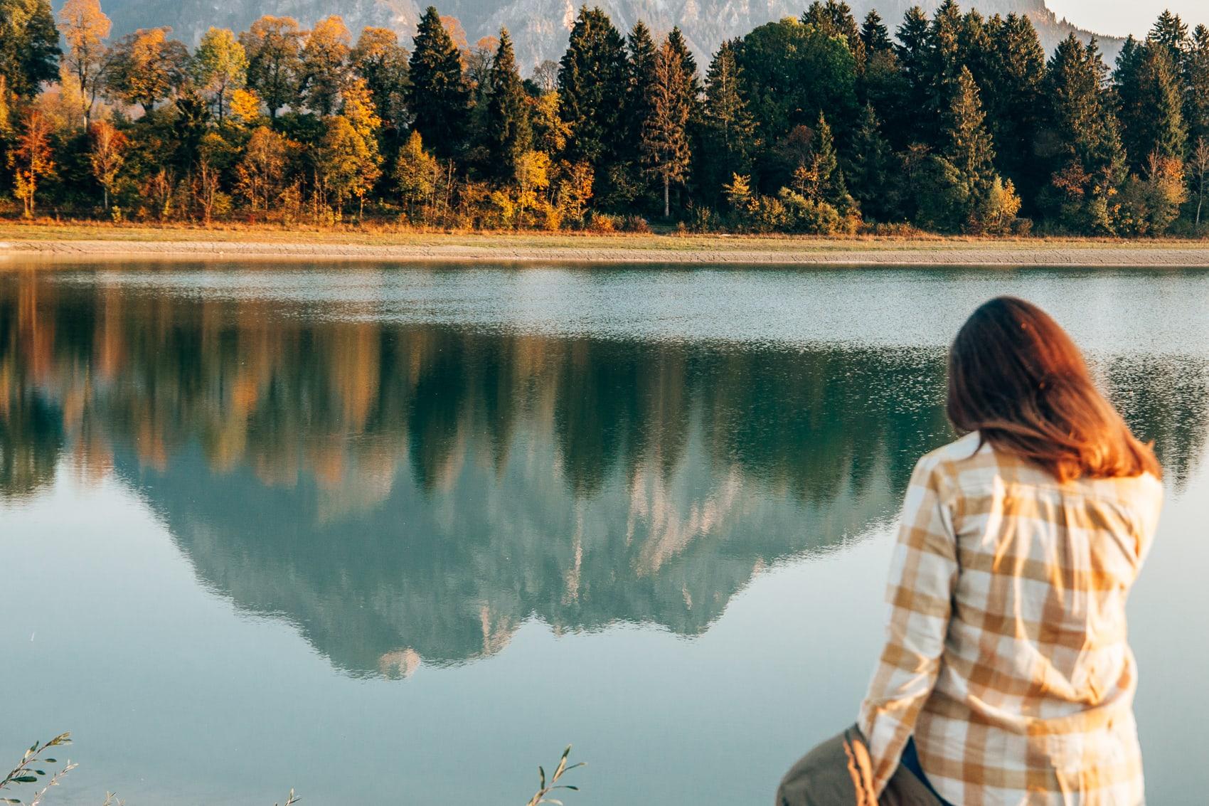 Uniqlo Herbstoutfit am Forggensee: Daunenjacke und Holzfällerhemd