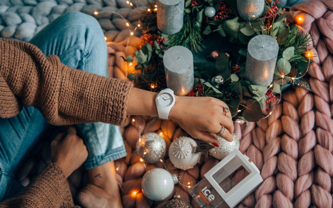 Adventskalender Türchen 10: Weiße Ice-Watch aus der Cosmos Collection