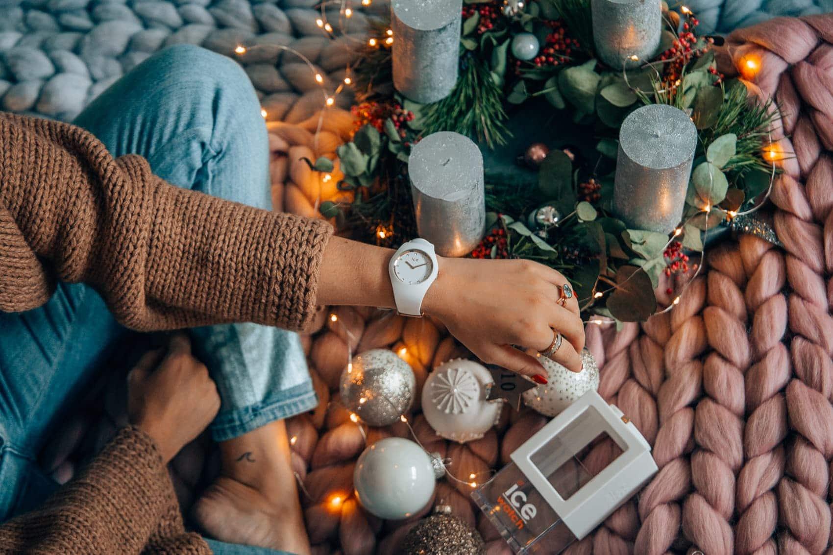 Adventskalender Türchen 10: Weiße Ice Watch aus der Cosmos Collection