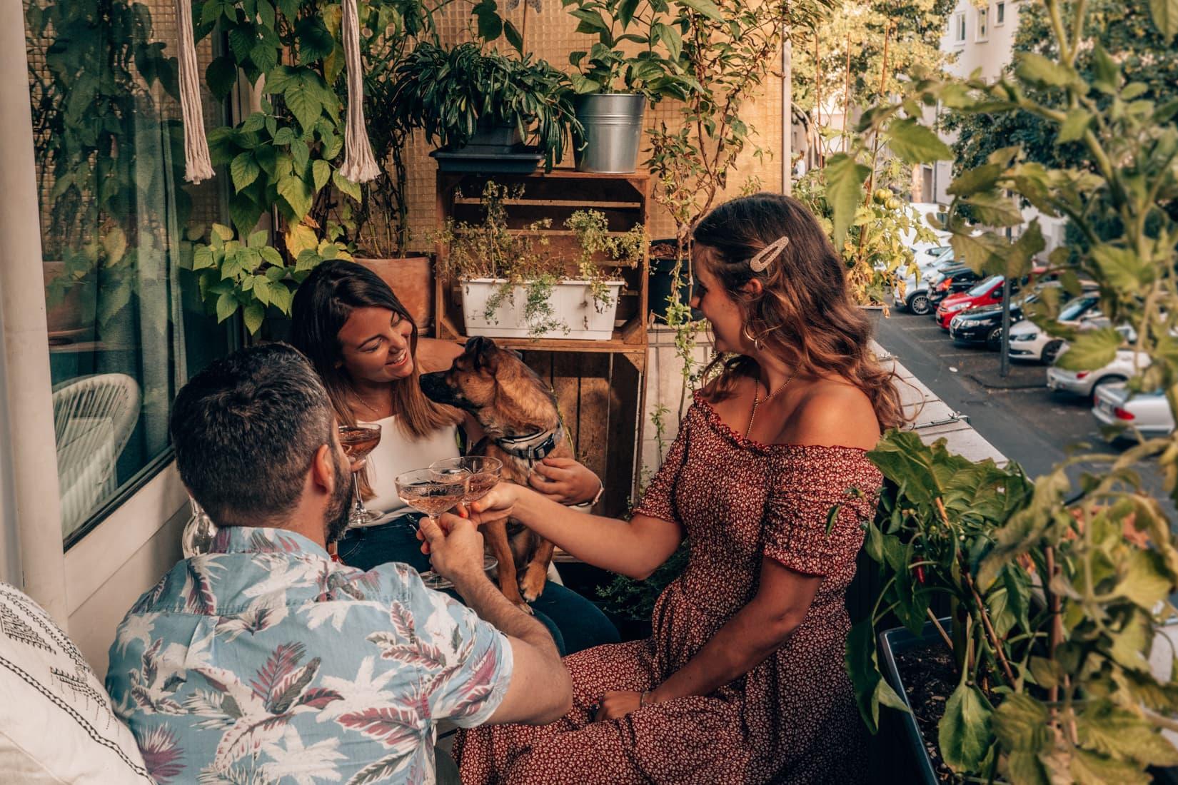 DIY Balkon Ideen und Sommerabende in Deutschland mit Wein aus der Provence