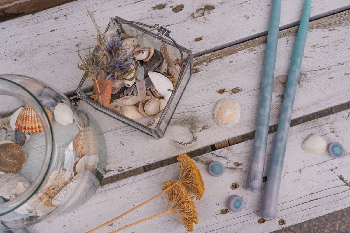 Kerzen ziehen: DIY in maritimen Look mit Muscheln