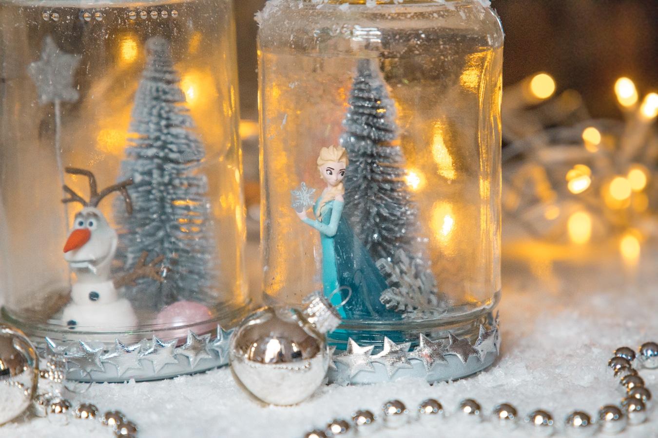 DIY Weihnachtsgeschenk - Schneekugeln aus alten Gläsern basteln